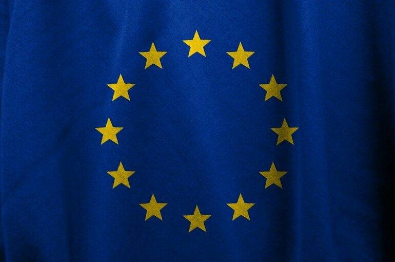 ЕС может открыть границы для привитых одобренными вакцинами туристов