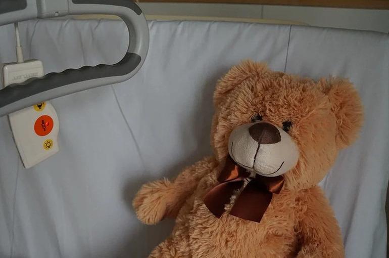 Соцработникам разрешили сопровождать детей-сирот в больницах