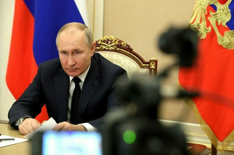 Путин поручил упростить процесс получения россиянами соцуслуг