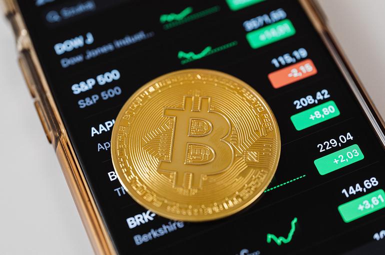 Стоимость биткоина упала до 33,3 тыс. долларов