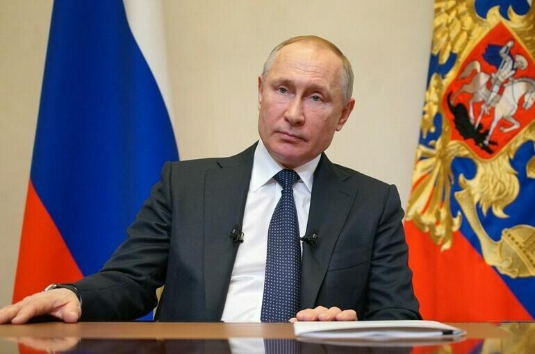 Путин: государство будет оказывать приоритетное внимание самореализации женщин