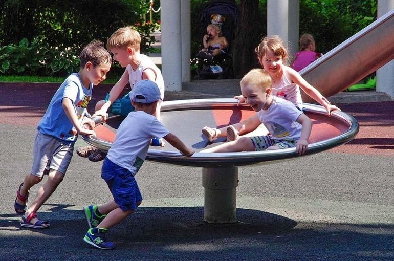 Прокуроры проверят организацию летнего отдыха детей в регионах