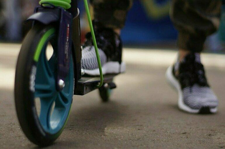 В Новосибирске после наезда на ребёнка проверят аренду электросамокатов