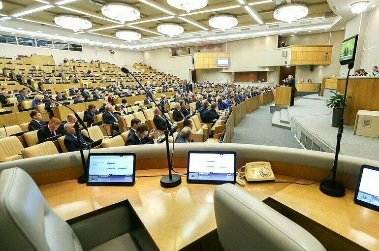 Кабмин предложил Госдуме ослабить валютный контроль для несырьевых экспортёров
