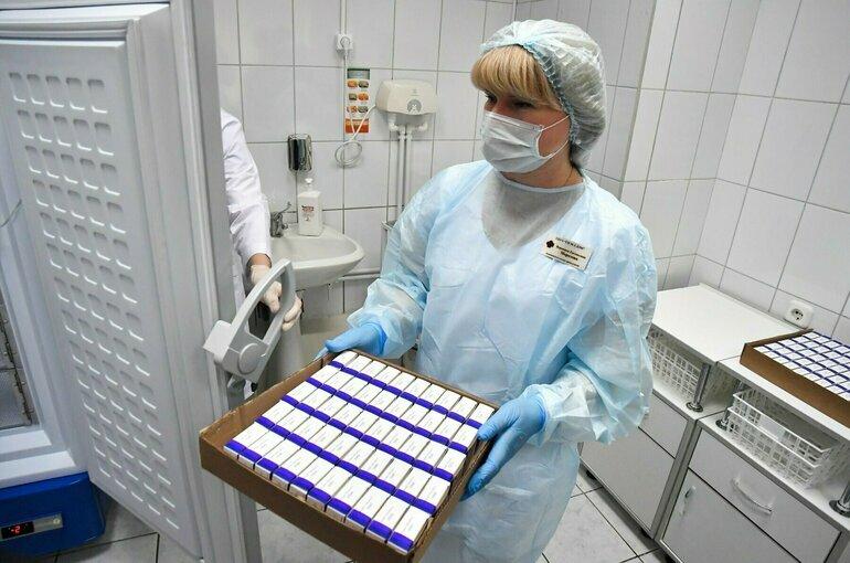 Число заразившихся коронавирусом в России за сутки снизилось до 7884