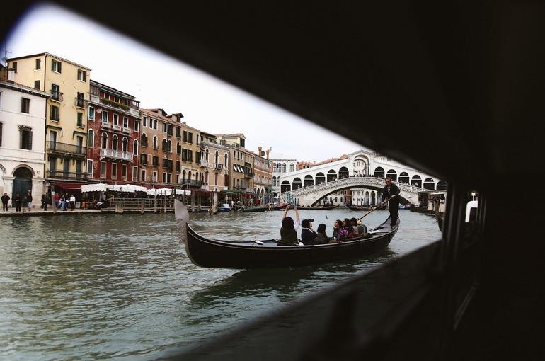 Итальянцы не собираются снимать маски даже после отмены антиковидных мер
