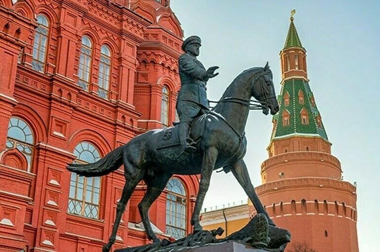 На памятники Великой Отечественной войны предложили наносить QR-коды