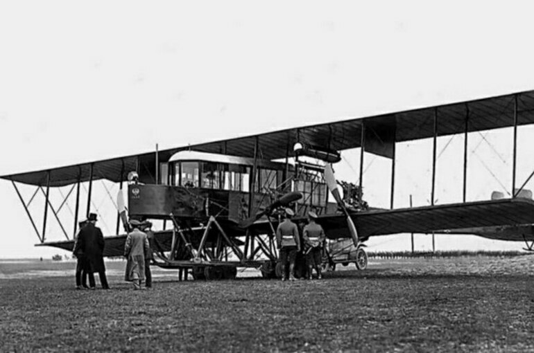 Первый российский многомоторный самолёт сначала назвали по-французски
