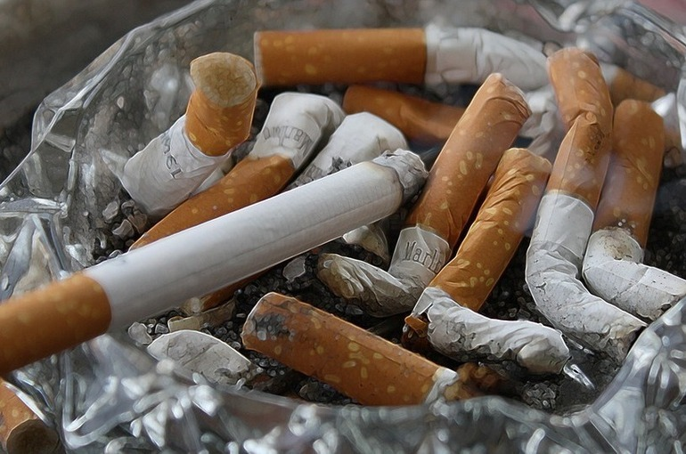 Верховный суд заявил о праве россиян требовать компенсацию от курящих соседей