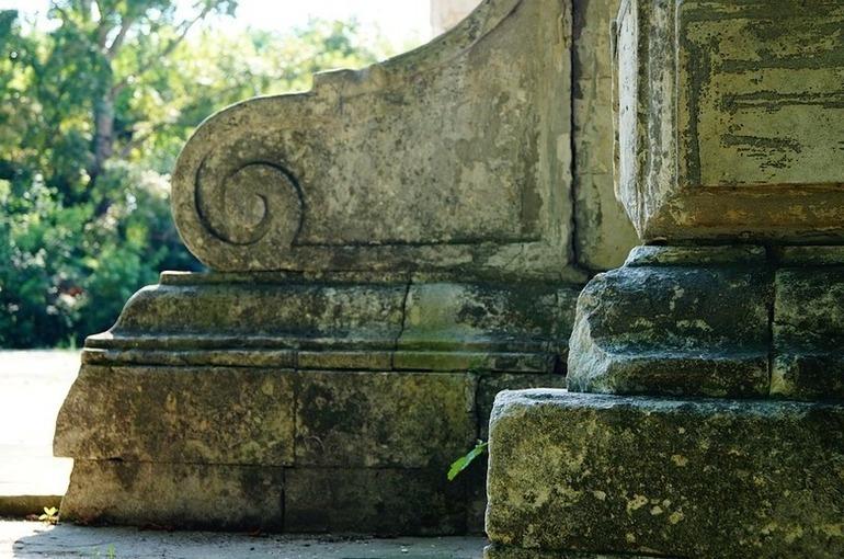 Бесхозные памятники должны быть оформлены в госсобственность, считает Шаргунов