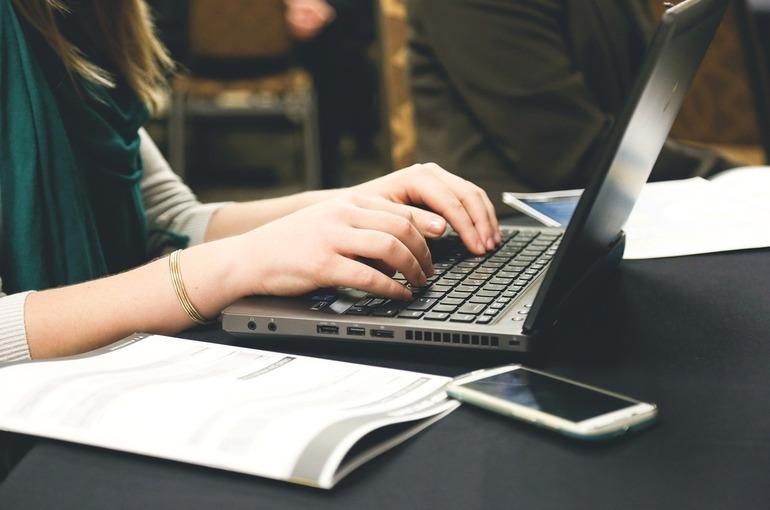 Учебники информатики и ОБЖ расскажут детям, как защититься от кибербуллинга