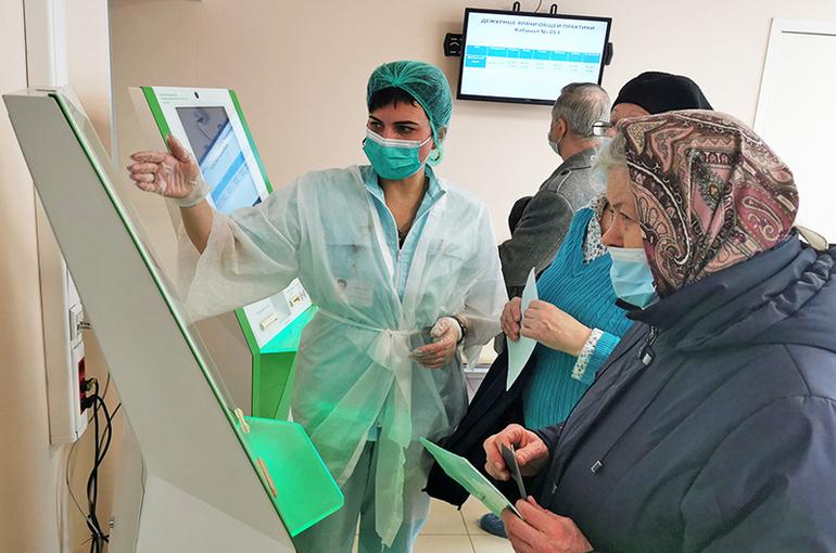 Кабмин введёт новую систему оплаты труда медиков не ранее 2023 года, пишут СМИ