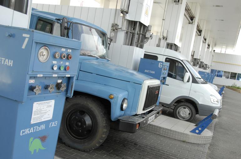 Беглов: к 2023 году пассажирский транспорт в Петербурге станет газовым