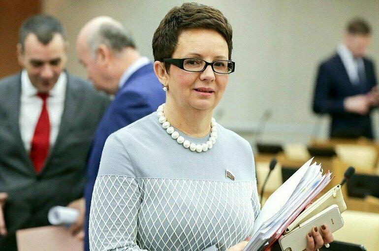Савастьянова призвала Правительство отвечать на запросы депутатов по существу