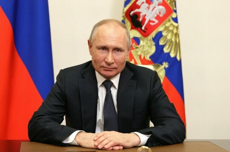 Власти на местах будут расширять программы поддержки семей, рассчитывает Путин