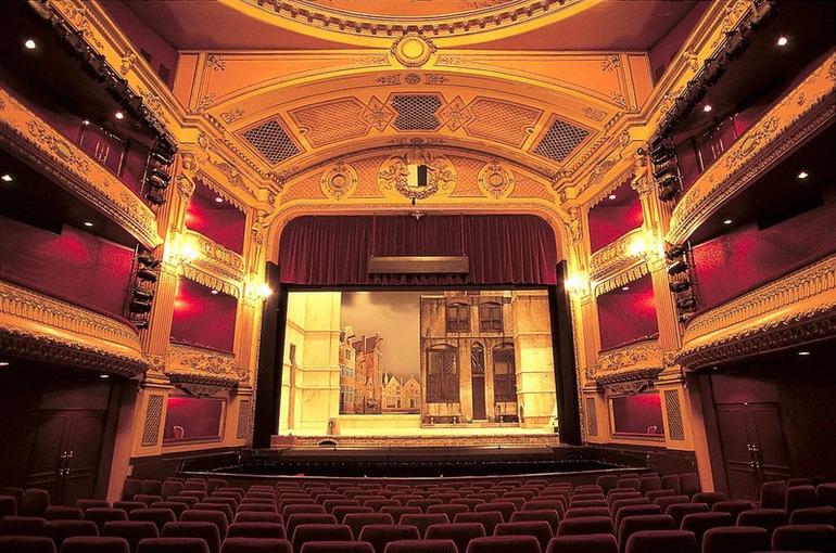 Театрам и музеям хотят упростить сдачу помещений под буфеты