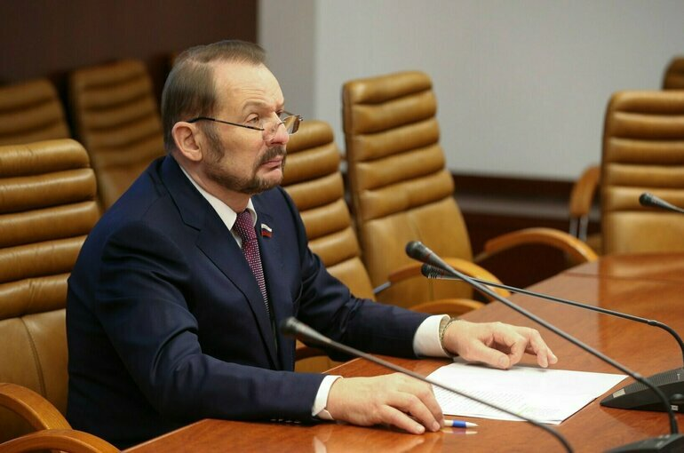 Сенатор Белоусов призвал усилить контроль за содержанием пальмового масла в продуктах