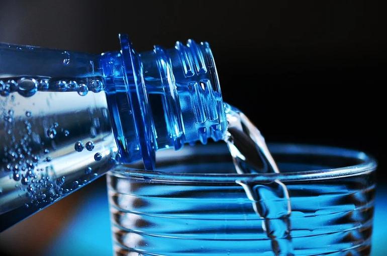 В Совфеде прокомментировали перенос обязательной маркировки воды на весну 2022 года
