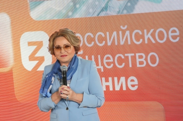 Валентина Матвиенко рассказала школьницам, как стать лидером