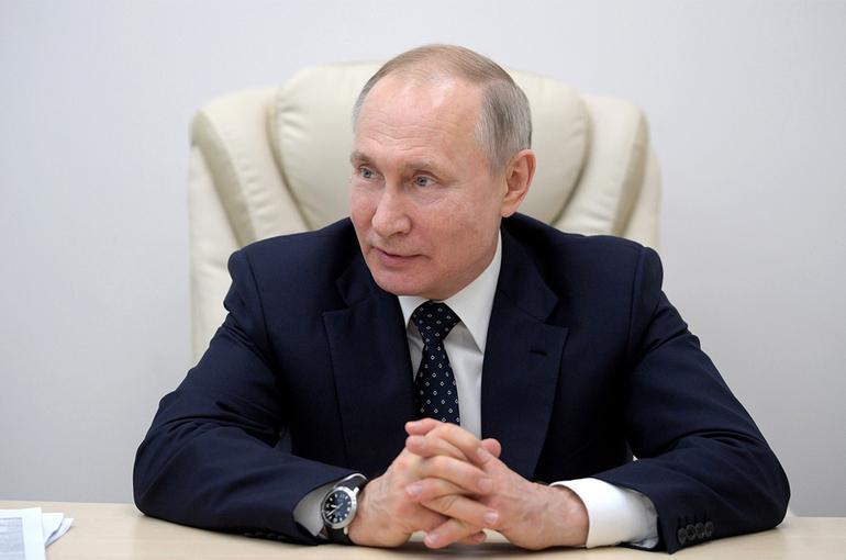 Путин назвал абсурдным политически мотивированные запреты на доступ к вакцине от COVID-19