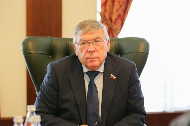 Рязанский оценил идею платной вакцинации от коронавируса для иностранцев