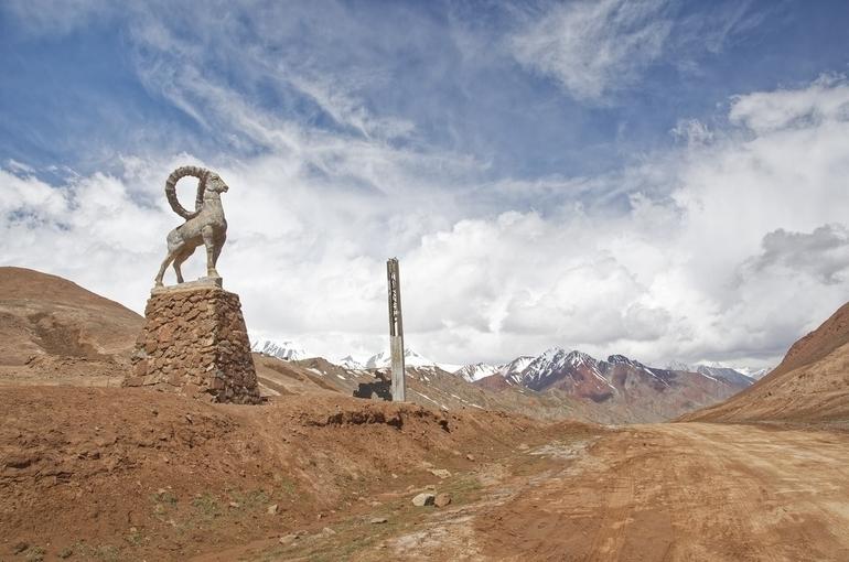 Киргизия и Таджикистан договорились об отводе войск от границы