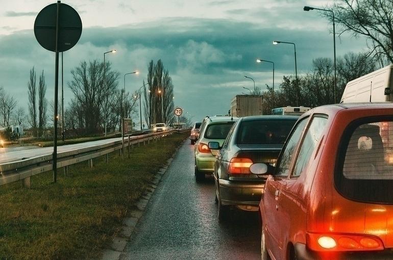Лысаков предложил разрешить останавливать машины при скрытом контроле ГИБДД