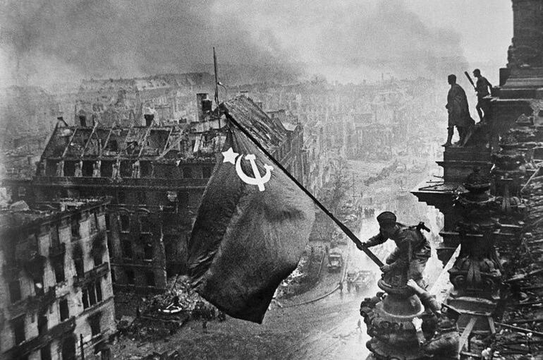 Публичное уравнивание роли СССР и фашисткой Германии предлагают запретить