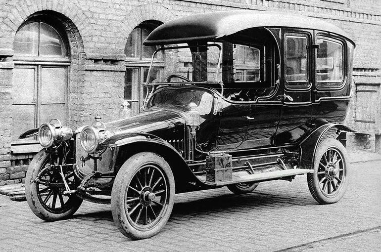 Как выглядел первый серийный автомобиль российского производства