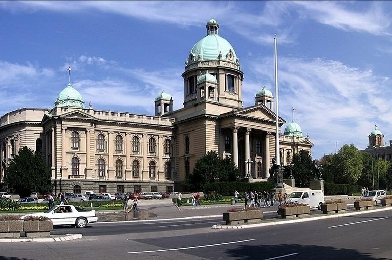 Парламент Сербии принял предложение кабмина о внесении поправок в конституцию