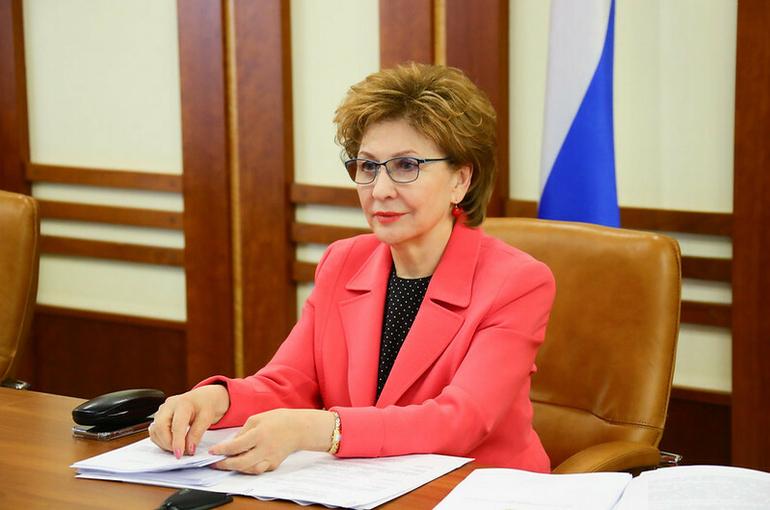 Карелова поздравила социальных работников с профессиональным праздником