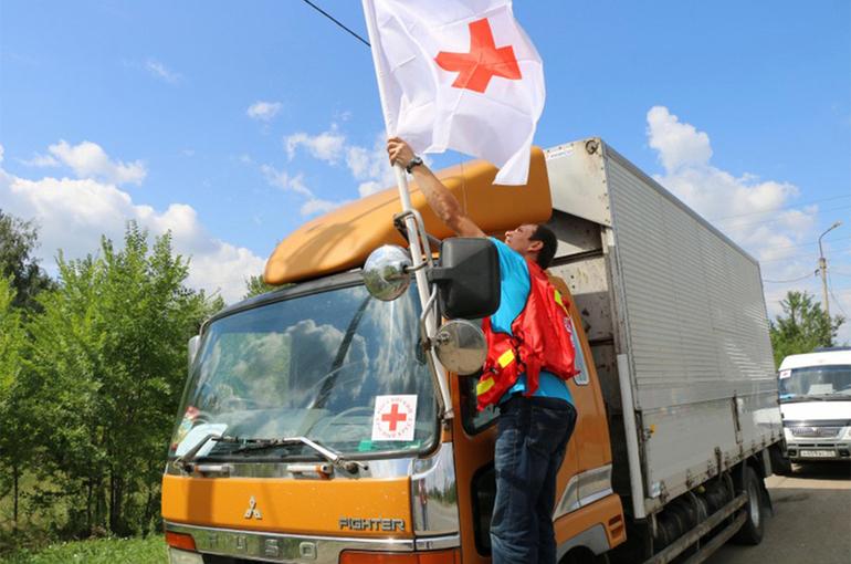 Путин поручил выделить помещения в регионах для Красного Креста