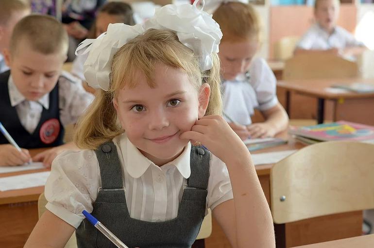 Препятствия для зачисления в одну школу братьев и сестёр будут устранены, сообщила Аршинова