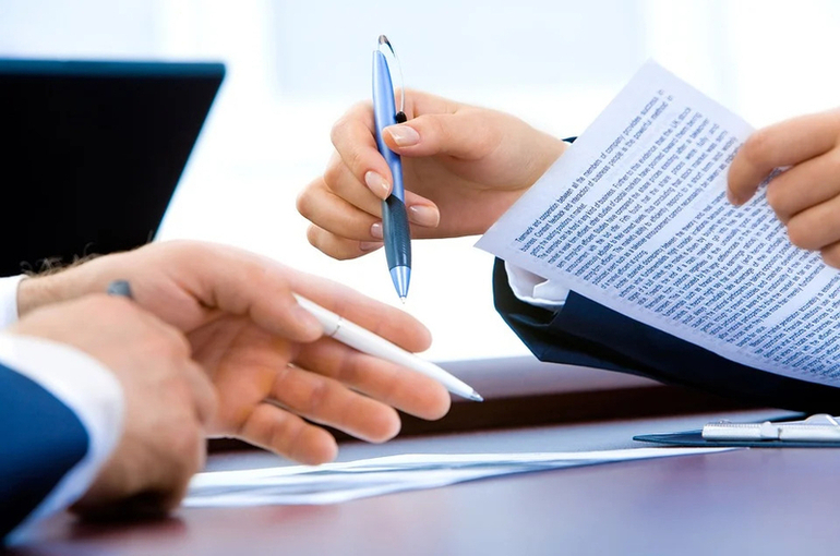 Банки хотят обязать прописывать условия вкладов для физлиц крупным шрифтом