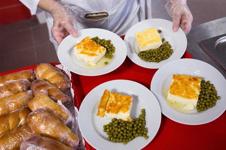 В кабмине сообщили об увеличении числа школ, готовых предоставлять горячее питание ученикам