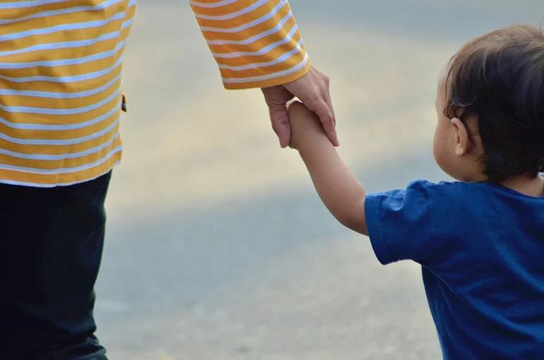 В КПРФ предложили снять ограничения при расчёте надбавки к пенсии по уходу за детьми