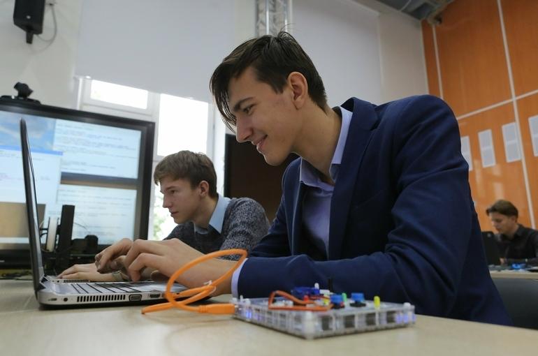 В Минпросвещения рассказали, как школьников будут учить цифровой грамотности