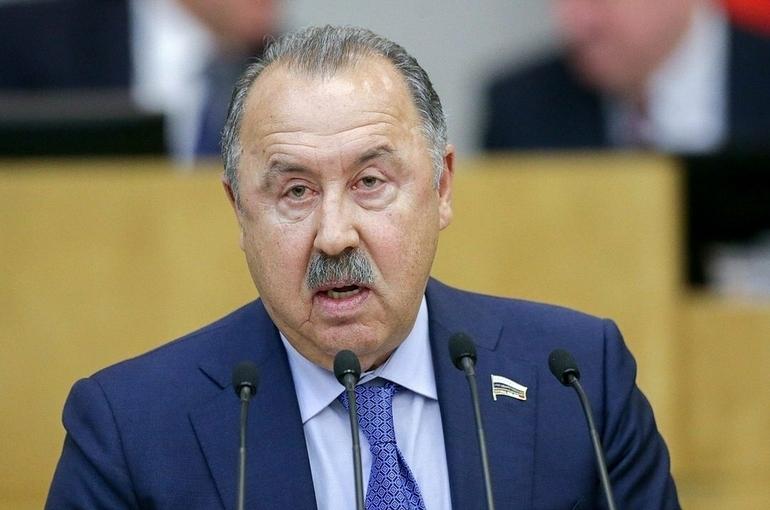 Газзаев прокомментировал решение УЕФА по форме украинской сборной