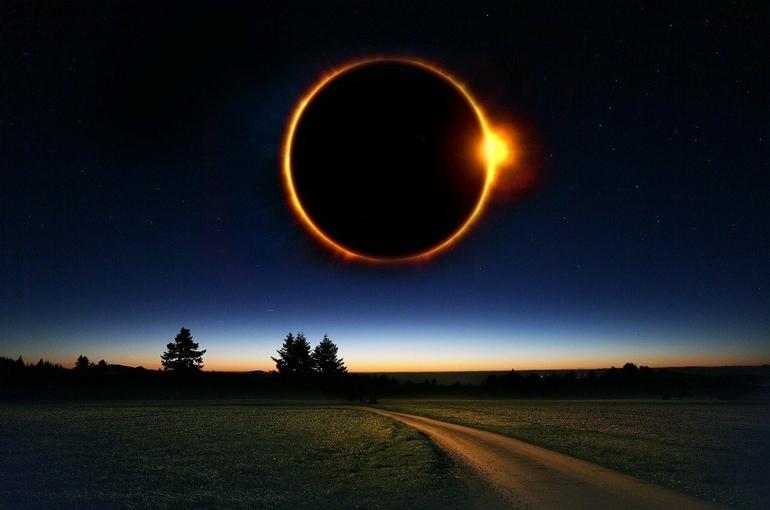 Врач рассказал, как безопасно смотреть на Солнце во время затмения