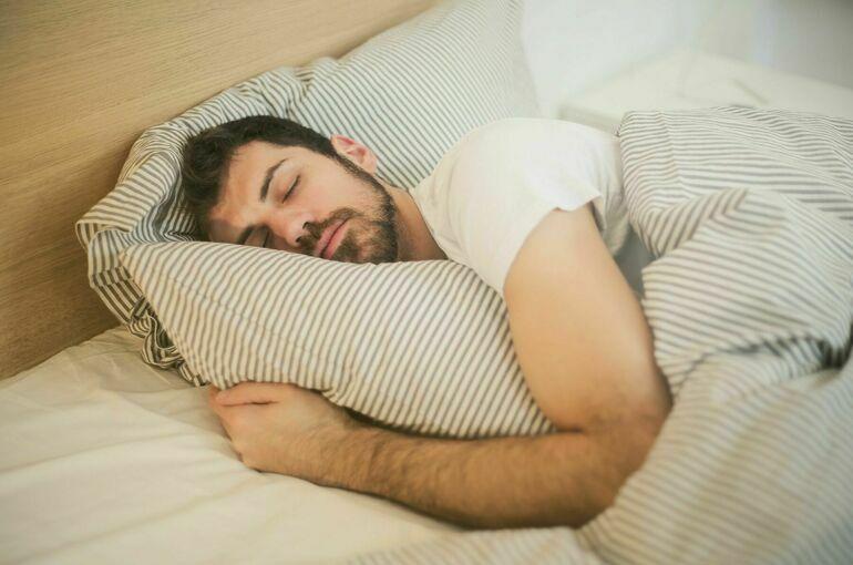 Врач рассказал, как нужно спать для сохранения здоровья