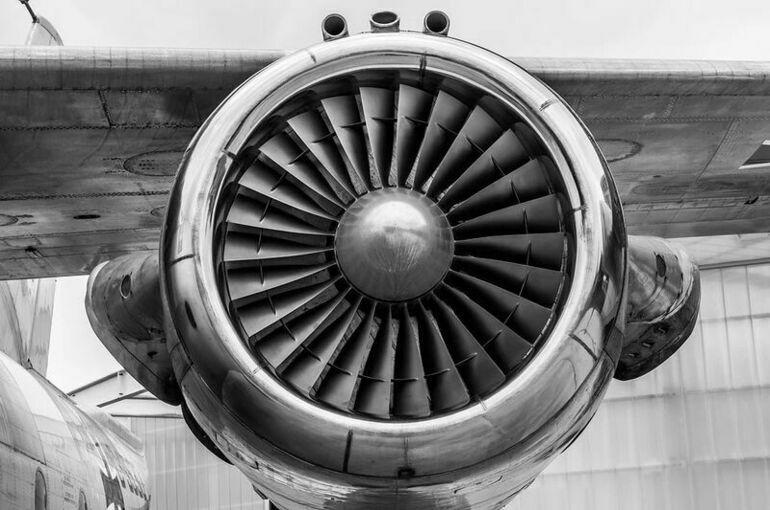 Пассажирский самолет совершил аварийную посадку в Пулково