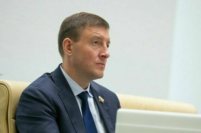 Андрей Турчак проголосовал на избирательном участке в Петербурге