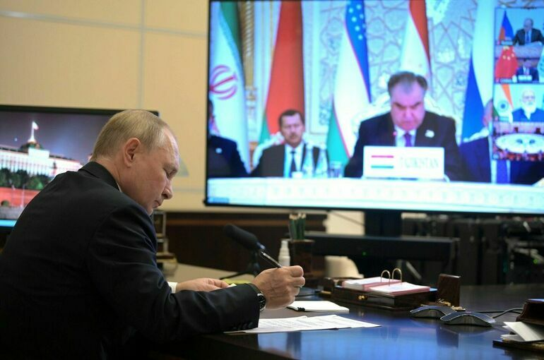 Путин призвал страны ШОС и ОДКБ согласовать позицию по признанию талибов