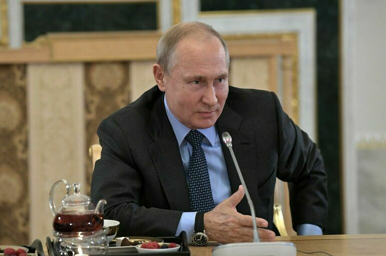 Путин поздравил работников оборонно-промышленного комплекса с Днем оружейника
