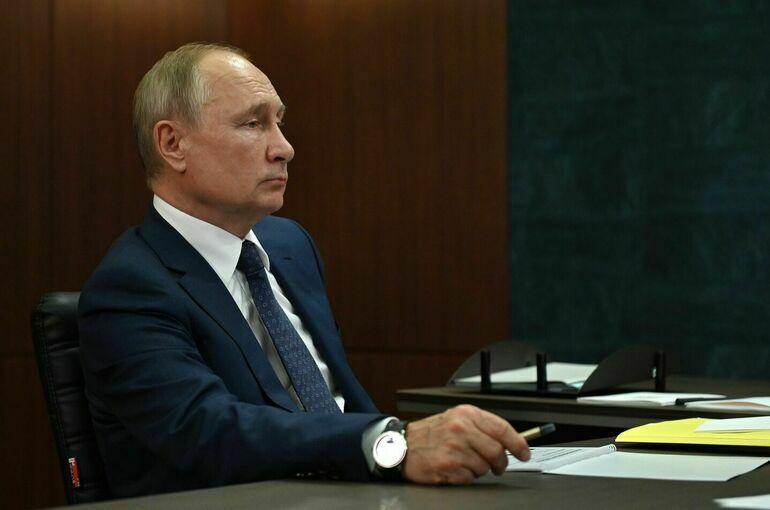 Путин продлил экономические меры в ответ на санкции против России