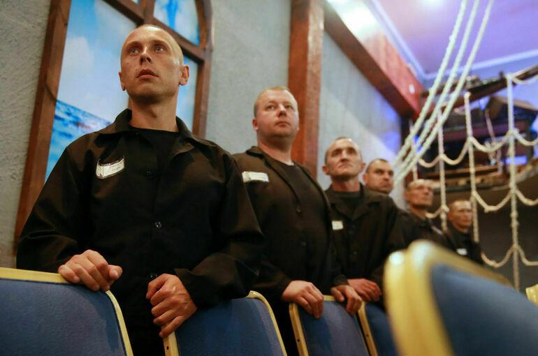 Заключённых хотят отпускать из колоний на футбол и в театр