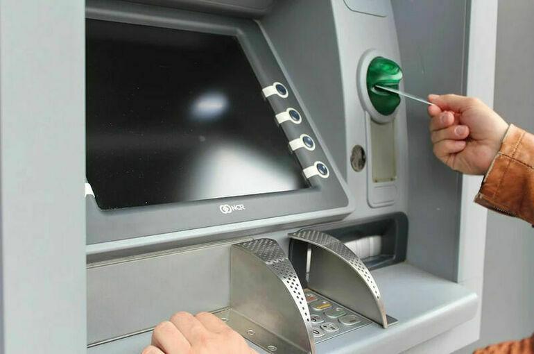 СМИ: Банк России предлагает ужесточить контроль за пополнением карт в банкоматах