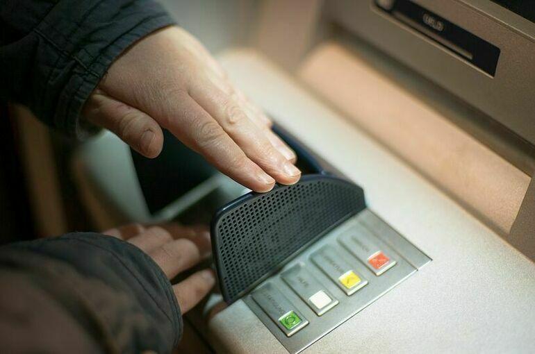 Эксперт оценил предложение ужесточить контроль за пополнением карт в банкоматах