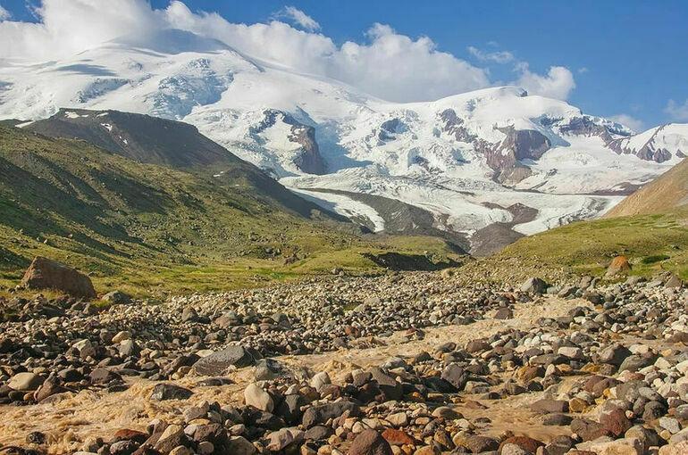 При восхождении на Эльбрус погибли пять альпинистов