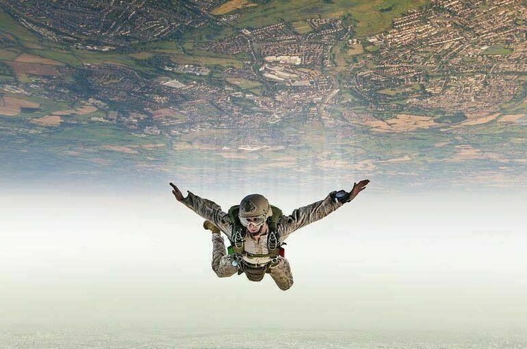 Первый прыжок из стратосферы совершил советский парашютист